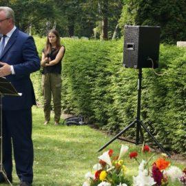 Kranzniederlegung am Denkmal für die russlanddeutschen Opfer des Stalinismus
